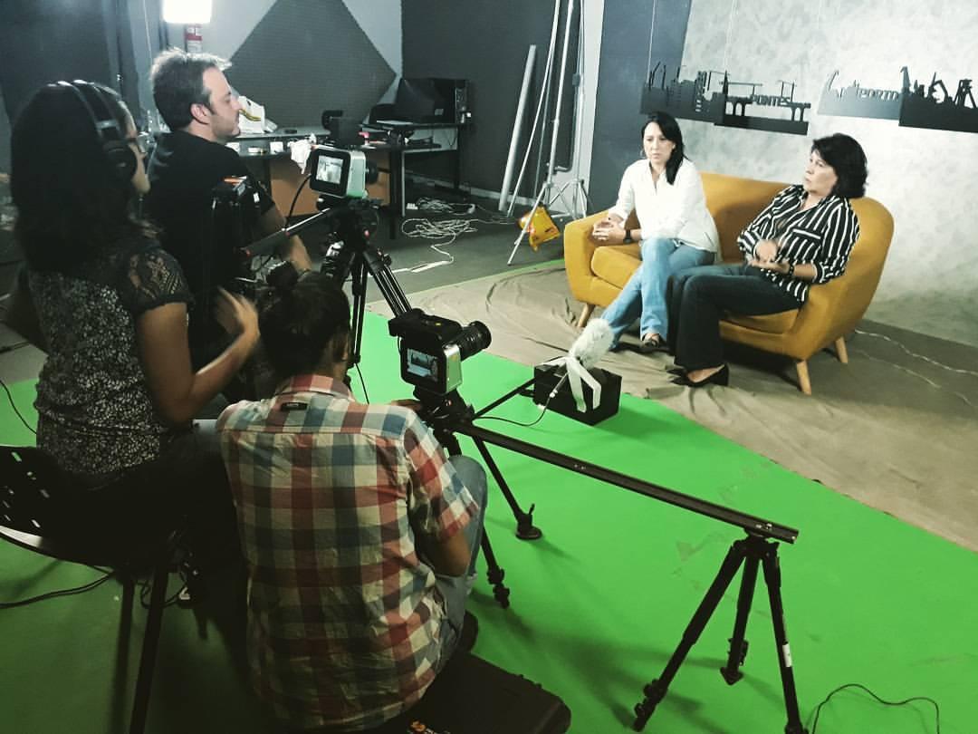 Vídeo em estúdio com cenário